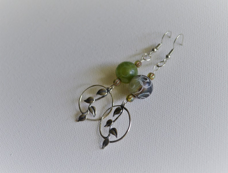 forest green round silver leaves matt green bead Leaves: leafy hook nature colors