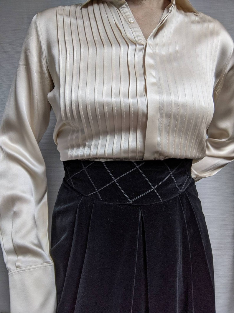 Vintage Black VelveteenSkirt  Below the Knee  Herman Geist Embroidered Waistband Front Pleat Vintage Size 10