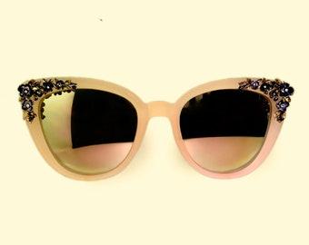 f157c9dbdf8a67 Handgemaakte designer miniatuur bloem bloeit polymeer versierde zonnebril  met echte zaad parels Swarovski kristallen   24k goud accenten