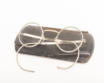 18d6c0d0d09e3 Antique WWII Respirator Spectacles in Case with a Small Note Inside