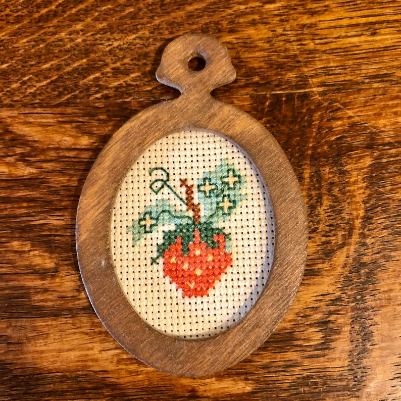 Strawberry Lot Mouse Figurine June Sears Funny Design Biedermann Candle Holder Cross Stitch Miniature Fruit Decor Accents Fourth Anniversary