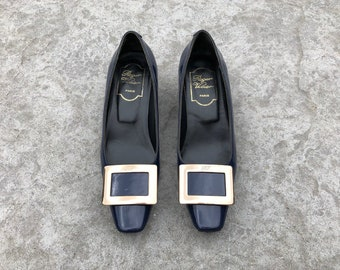 8247439b0f101 ROGER VIVIER Belle Vivier patent leather pumps classic navy blue & gold  tone buckle French designer slanted heels shoes Made in Italy 36 6