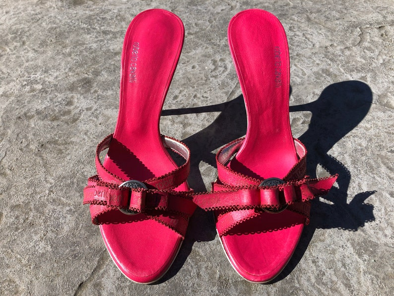 00s Y2K VINTAGE Roberto Cavalli designer shoes pink fuchsia leather scalloped branded ribbon marcasite high heel evening sandal 7 37.5 Italy