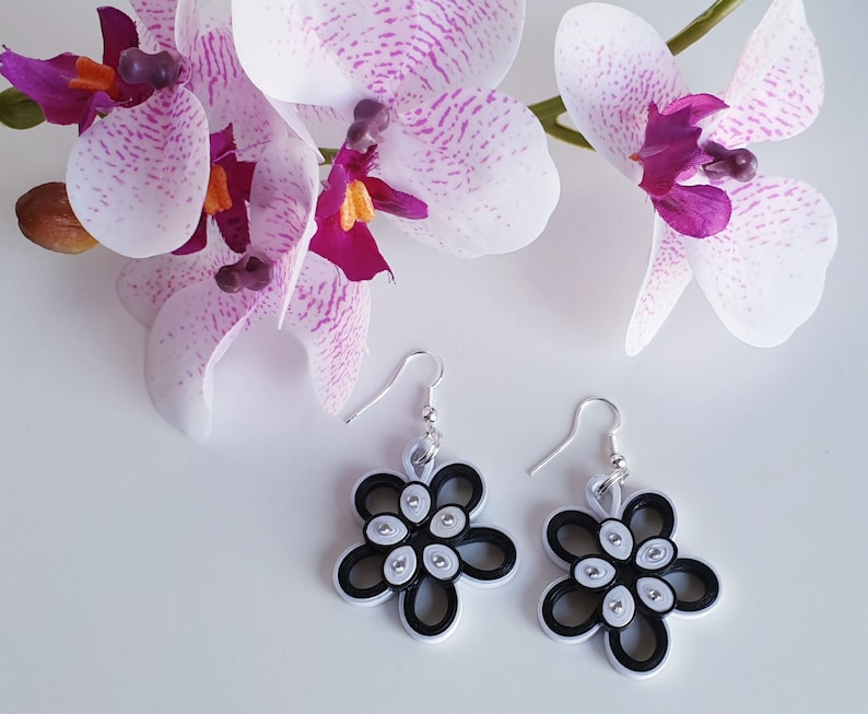 Black and White Flowers Quilling handmade earings