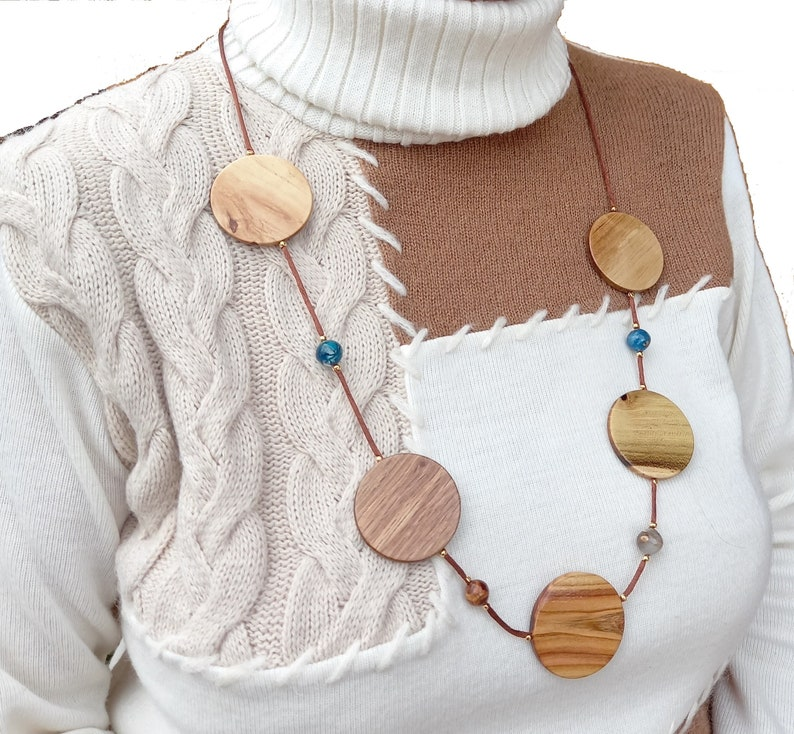 Wooden and resin necklace