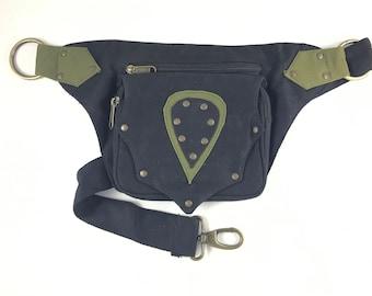 "Fanny pack/Bandolera/Faltriquera model ""BROTO"" unisex. Travel bag. Hip Bag. Holster bag. Adjustable strap. Algodon Canvas."