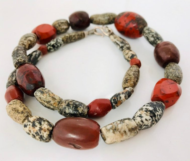 ethnic jewelry bold stone necklace Necklace with ancient excavation beads
