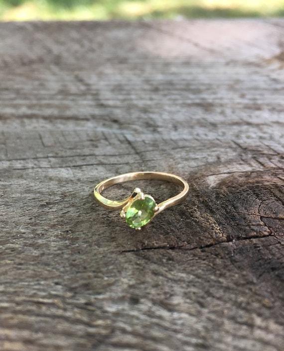 Peridot Gold Vintage Ring - Green Gemstone Gold Ri