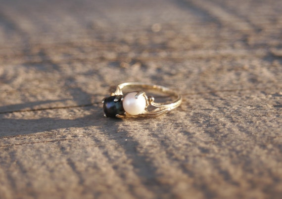 Black and White Pearl Ring - Double Pearl Ring - B