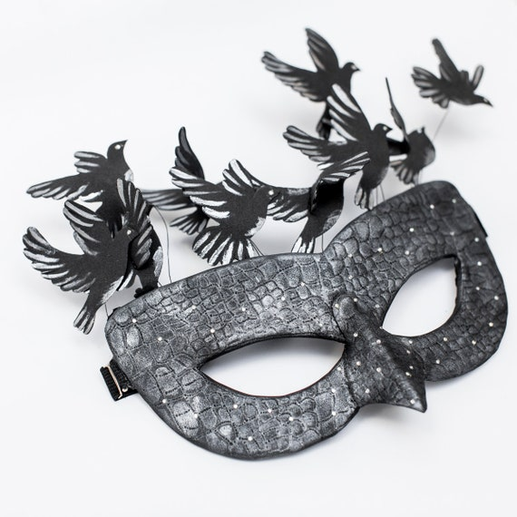 Black Leatherette Venetian Masquerade Party Mask With Silver Chain *NEW*