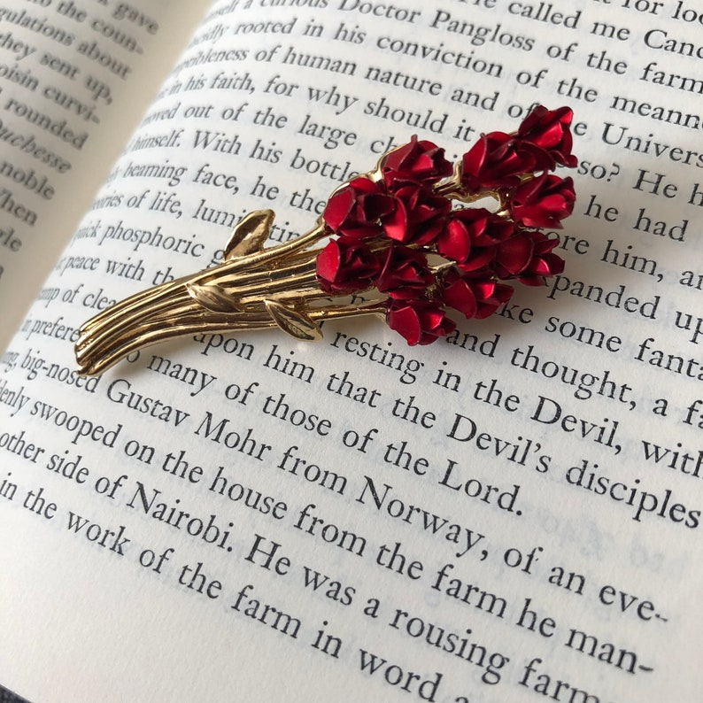 Vintage Style Red Rose Bouquet Pin