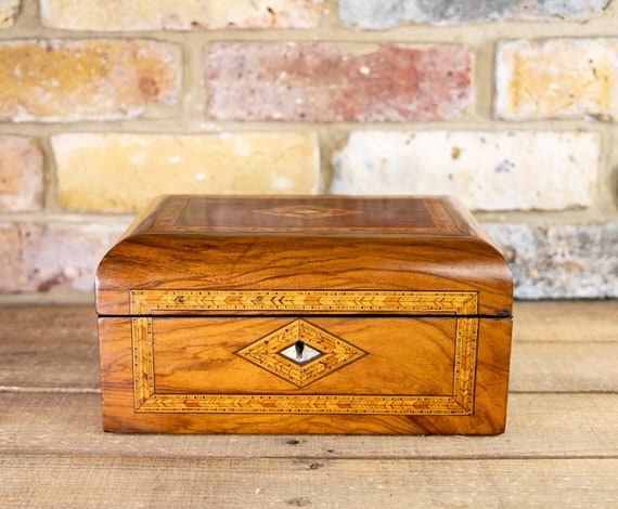 Figured Walnut Tunbridge Table Box 1880