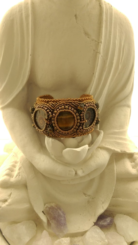 Bracelet with tiger eye and Ammonite