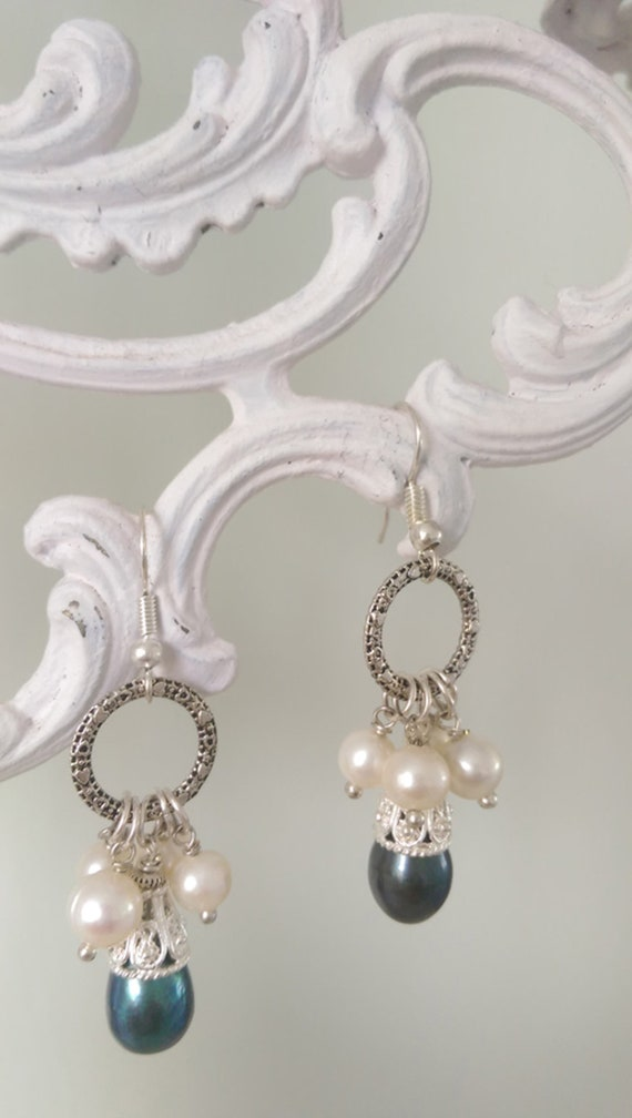Earrings with pearls and silver