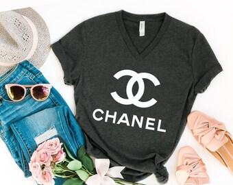 67330fd0bd Coco v-collo camicia, marchio di lusso ispirato Coco v-Neck, Coco t-shirt,  moda Coco camicia, marca Coco t-shirt, top brand ispirato tshirt