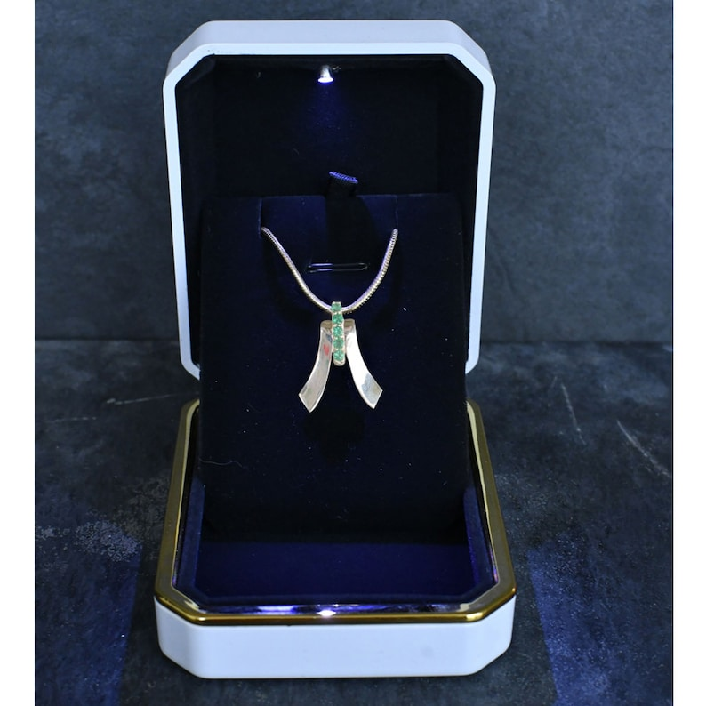 FANY 0.39 ct 925 Sterling Five Star Emerald Silver Gemstone Necklace Pendant May Birthstone
