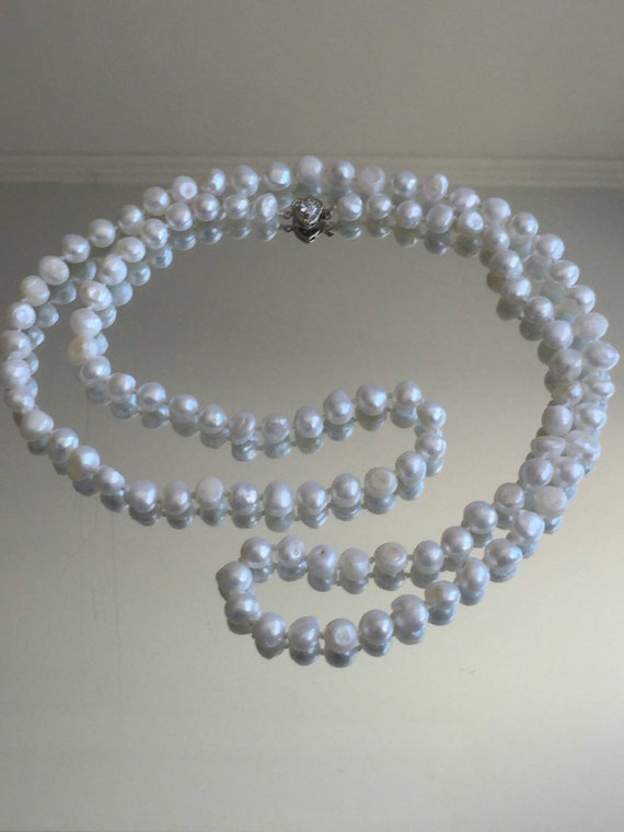 Vintage pearl long beads, Burlesque style