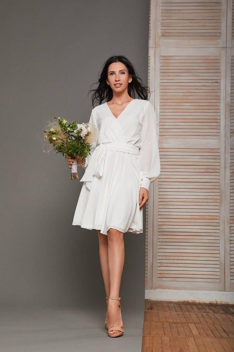 Witte korte trouwjurk / chiffon wrap jurk / eenvoudige image 0