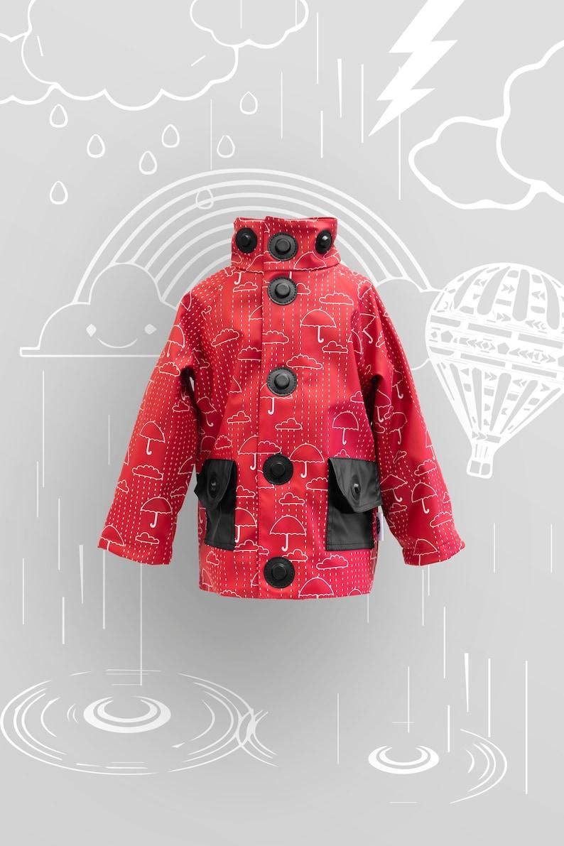 Rain jacket with child-friendly closures