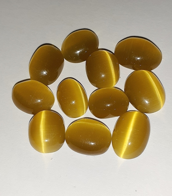 28 Cts Natural Yellow Color Oval Shape Cabochon Cats Eye Gemstone