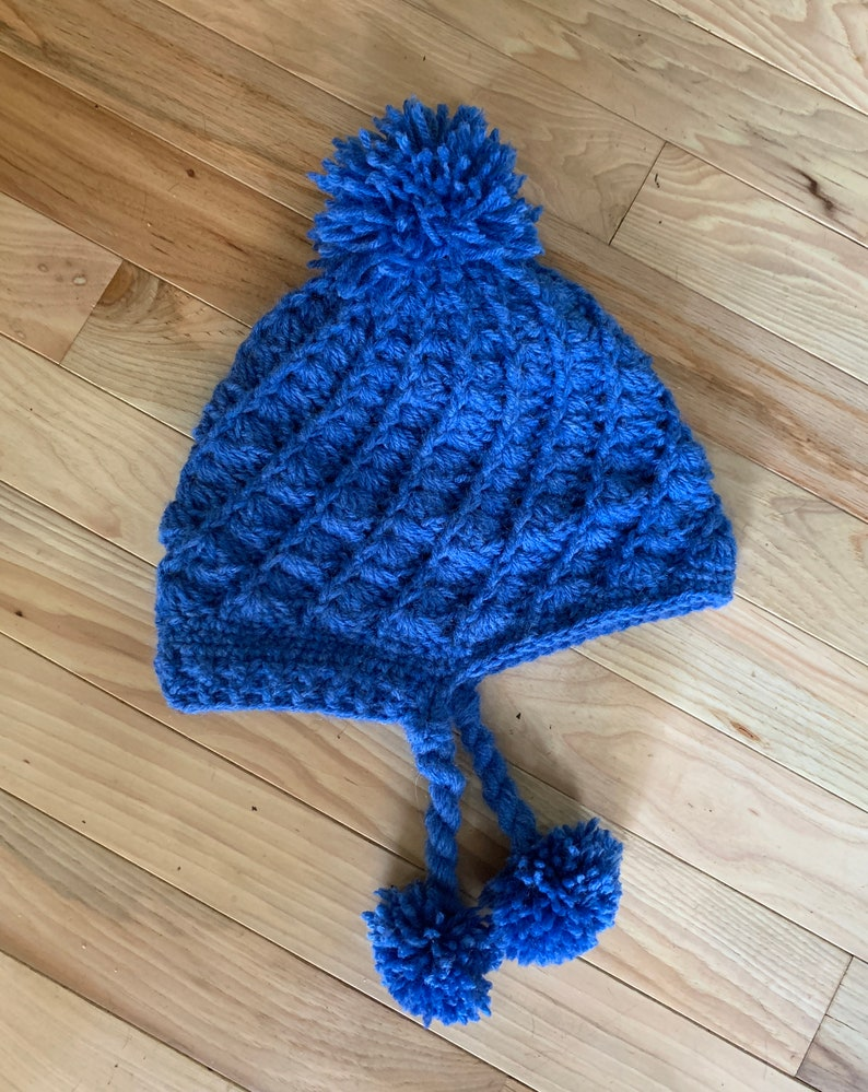 Nordic-Style hat with unique shell stitch. For an  adult. Blue