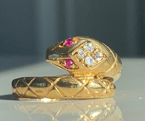 Pointy yellow gold 18k vintage ring with ruby wedding band engagement ring The Daily Jewellery