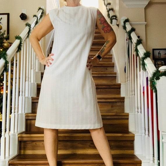LXL Retro Mod Fun Women\u2019s Vintage 1960s Black and White Floral Poly Shift Dress