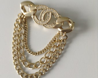 ba6cce717c5c Chanel gold plated chain link CC brooch. Free shipping outside uk