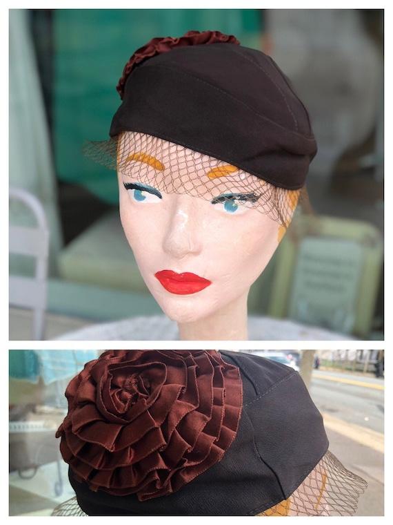 Vintage 1930s brown scull cap hat, flapper hat wit