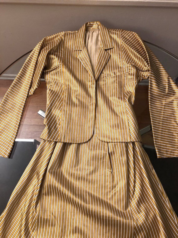 Beatiful gucci style gold striped suit. Metallic a