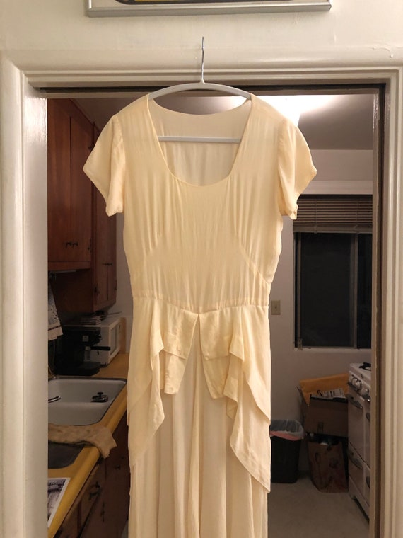 Stunning creamy white silk 40s dress.