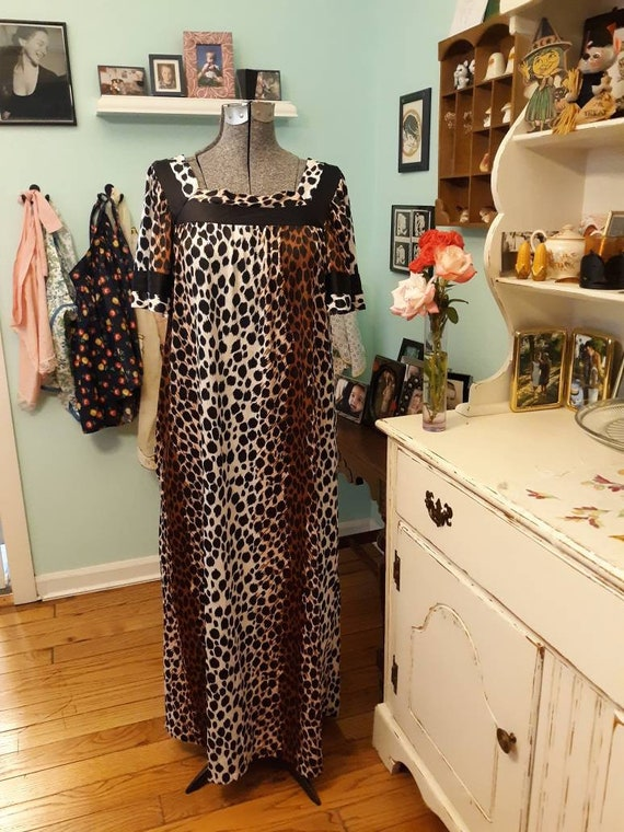 Vintage animal print nightgown / vintage Velrose l