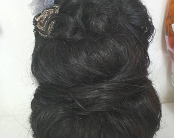 Beehive and roll wig