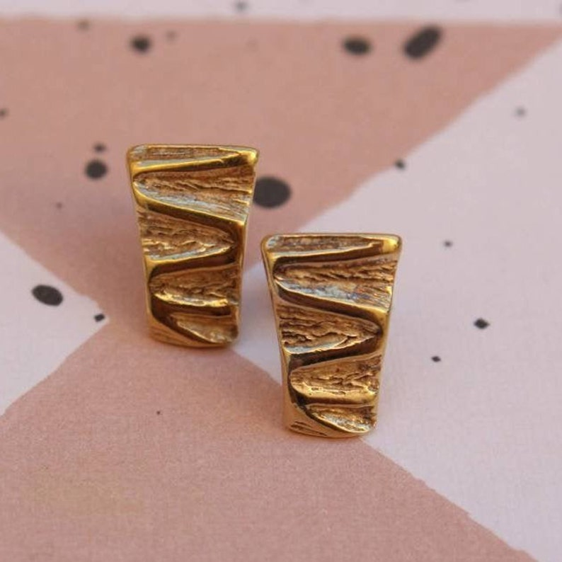 Geometric stud golden earrings.*