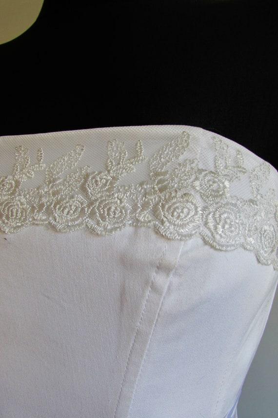 Vintage 90's White Corset, Lace Trim, Wedding Cor… - image 3