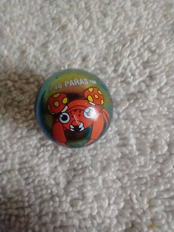 Pokemon marbles #40 Wigglytuff on yellow clear glass base air bubbles mint to mint plus condition shooter