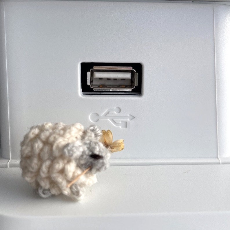 Micro crochet sheep with real flower in mouth miniature collection tiny sheep dollhouse sheep