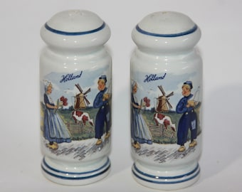 Vintage Dutch Holland Salt and Pepper Shakers Blue and White Cork