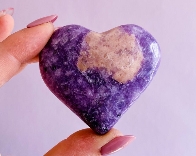 Lepidolite Crystal Love Heart / Mood Stabiliser, Increases Tranquility & Calmness During Stress / Helps Reduce Anxiety / Contains Lithium