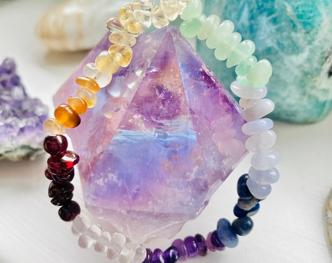 Chakra Crystal Chip Bracelet / Aligns Your Chakras / Removes Energy Blockages & Heals Deep Emotional Wounds / Multiple Benefits!