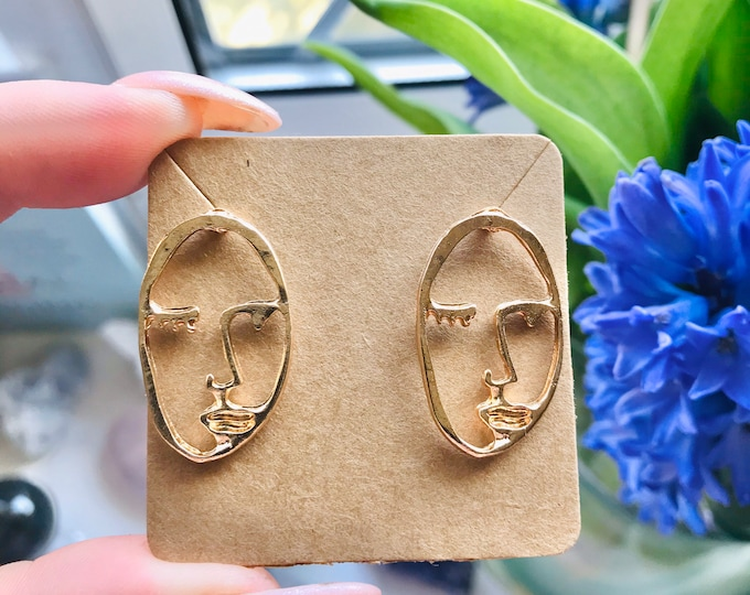 SALE! Gold Face Vintage Styler Fashion Stud Earrings / Large Earrings / Gold Plated