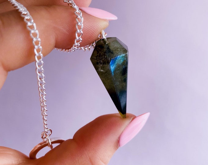 Flashy Labradorite Crystal Pendulum Dowsers / Helps Transformation & Change, Inspires You To Achieve Your Dreams / Uplifts Your Mood