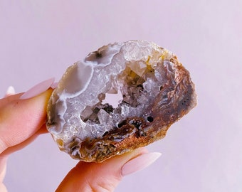 Sparkly Natural Agate Geodes / Transforms Negative Energy / Balances & Harmonises The Energy In Your Home / Concentration