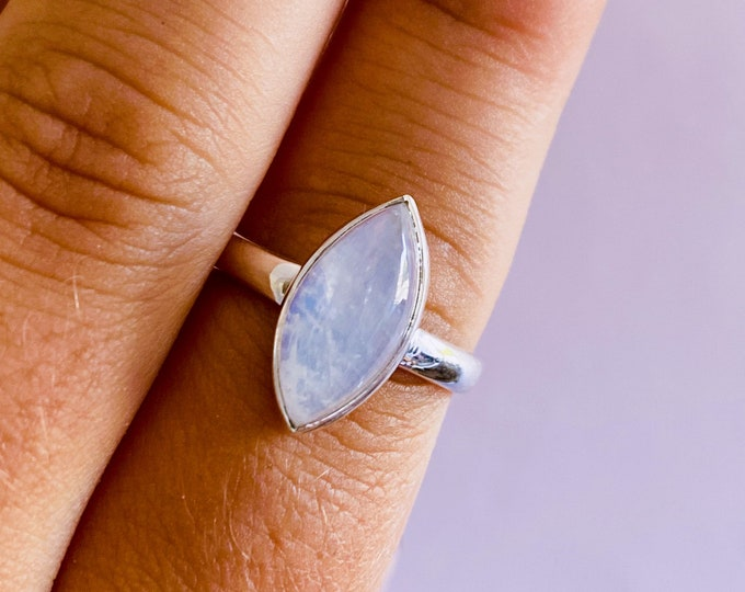 Sterling Silver Rainbow Moonstone Crystal Ring Size R / Improve Inner Confidence / Allows Us To See More Clearly / Life Changing Inspiration