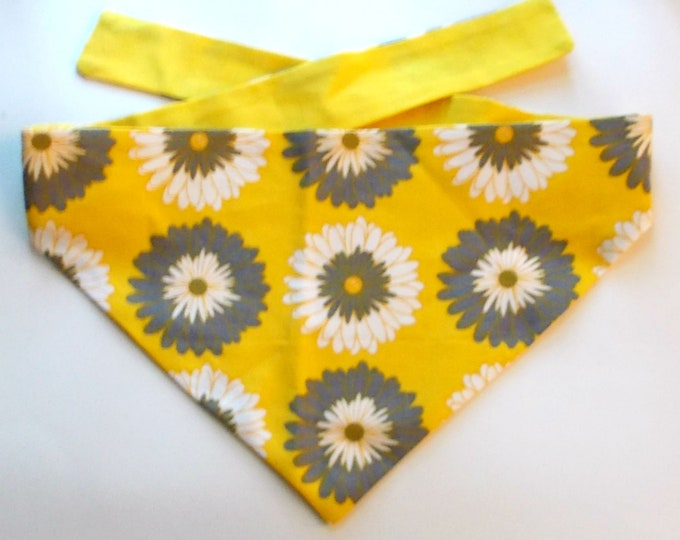 Dog Bandana, Tie On, Reversible, Chrysanthemum Print Size Medium