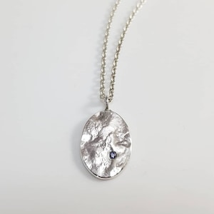 Oval medalford pendant pendant for reticulated silver silver medal set with an Iolite