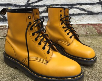 c31b011b0dd4 Vintage Made in England Doc Martens 1460 UK 11