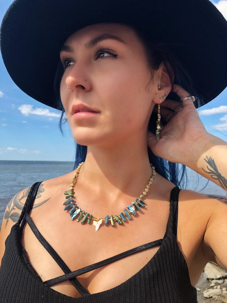 Shark Tooth /& Butter Jade Necklace and Earrings Set