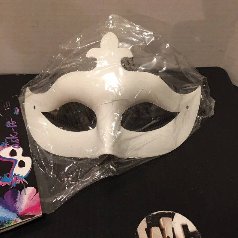 It Set2 Blank Masks Ready to Decorate Mask