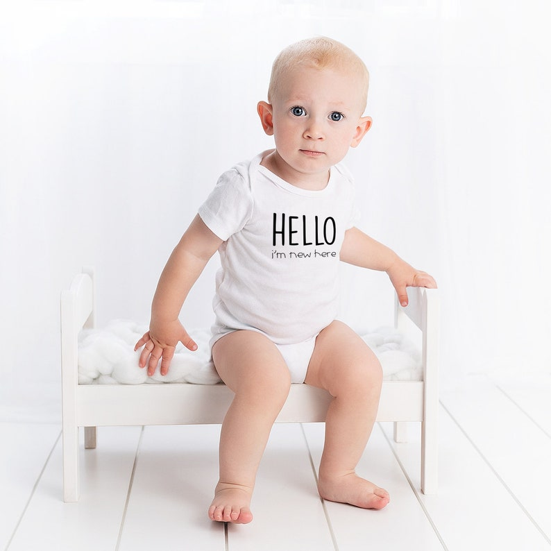 Organic Baby Onesie Funny Cute Unisex Baby body suit Hello i/'m new here sizes 0-12 Month